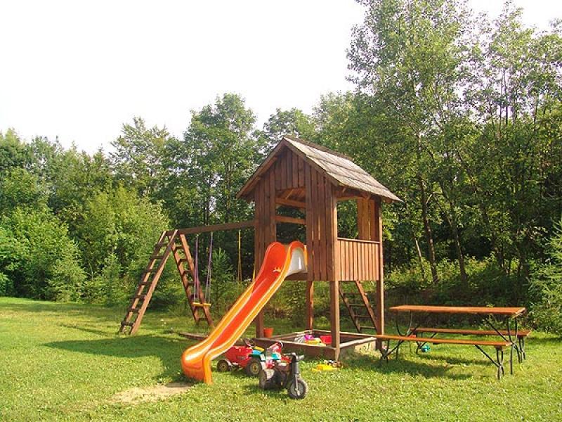 siedlisko brzeziniak noclegi bieszczady o siedlisku plac zabaw dla dzieci. Black Bedroom Furniture Sets. Home Design Ideas